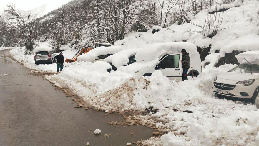 A pico y pala por la nieve en el Suroccidente