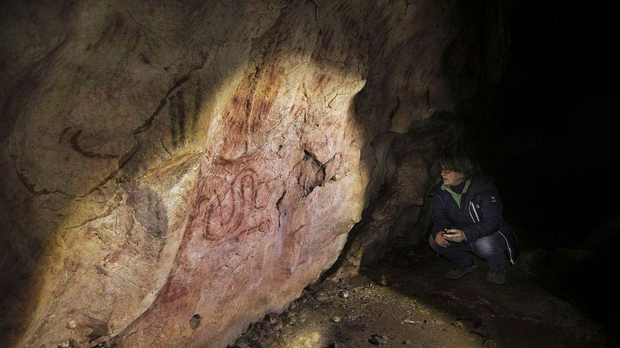 Llonín, la cueva de los cielos rojos