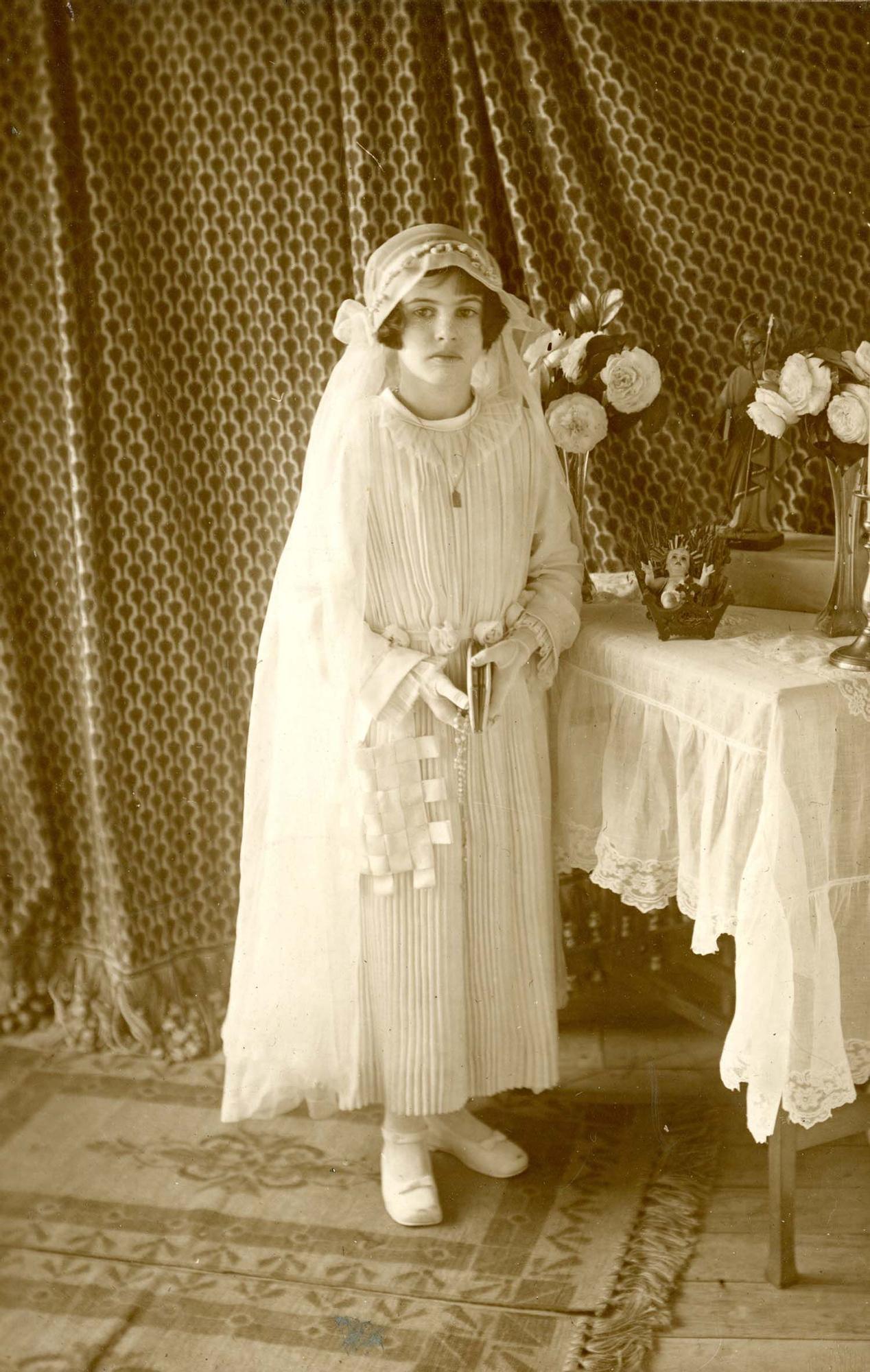 Foto Gómez (Luarca). Retrato de Teresita vestida de Primera Comunión | Donación de Pedro Pardo