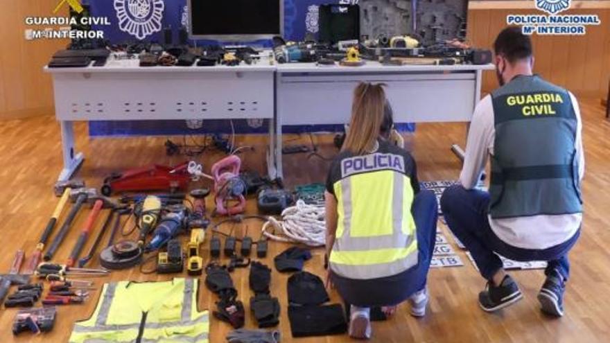 Detienen a 6 personas y esclarecen 131 robos en naves industriales de Alicante, Valencia y Murcia