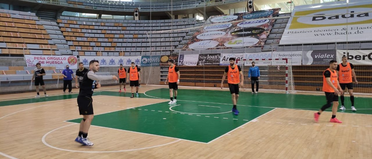 El Frigoríficos entrenó ayer a su llegada a Huesca.