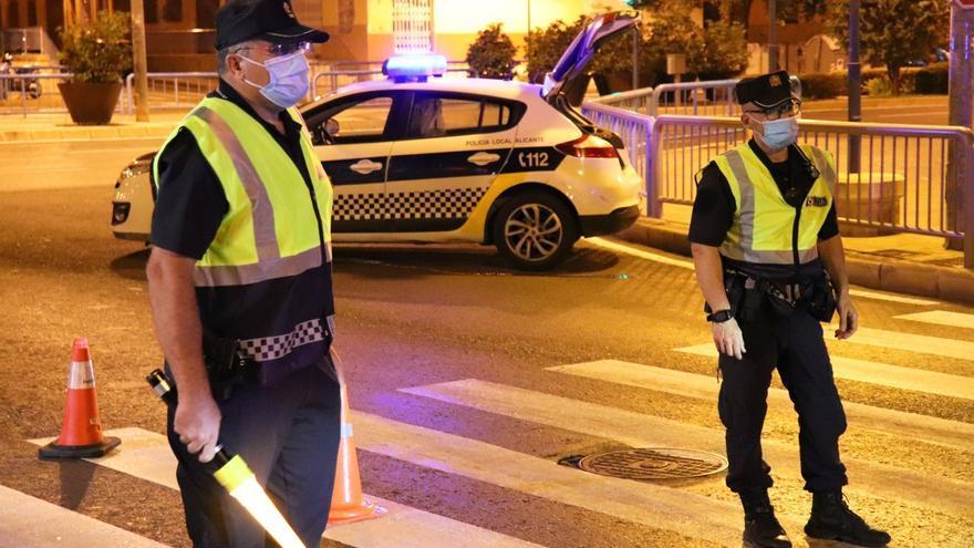La Policía Local impone esta noche una veintena de denuncias por no llevar mascarilla, botellón, drogas e infracciones de tráfico en Alicante