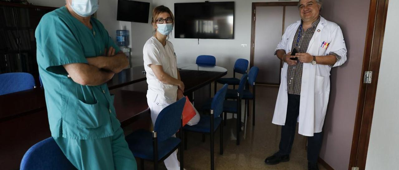 La UCI de Avilés trabaja en un protocolo para facilitar las visitas a los infectados