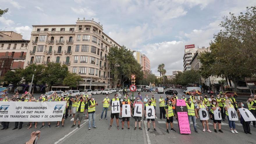 """Protesta de los trabajadores de la EMT por los """"atropellos"""" de la empresa"""