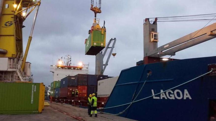 El tráfico del puerto de A Coruña supera en agosto las cifras previas a la pandemia