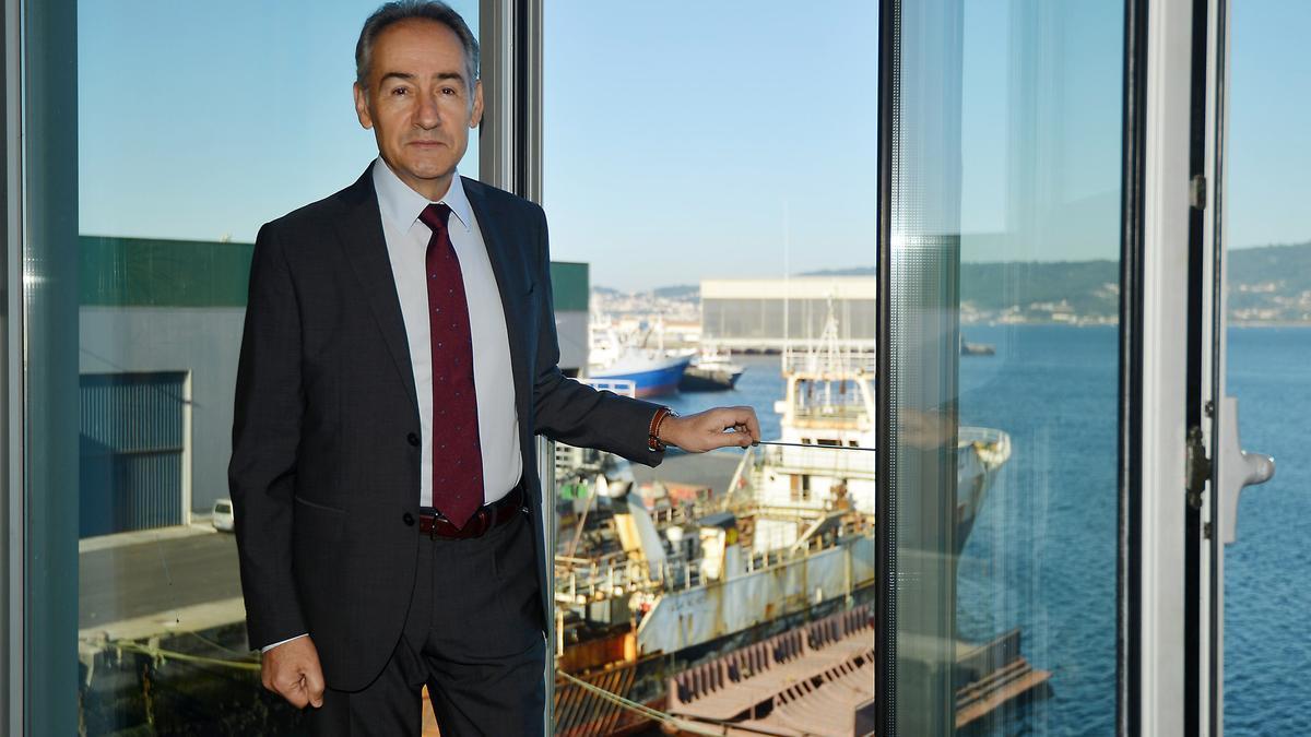 Suárez Costa, en el Puerto. Al fondo la terminal cubierta del Grupo Nogar