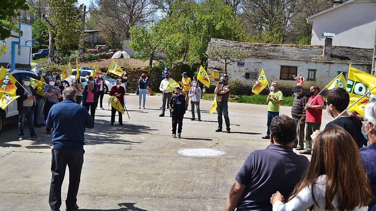 Manifestación en Sagallos para reclamar la reapertura de los consultorios rurales.   Araceli Saavedra