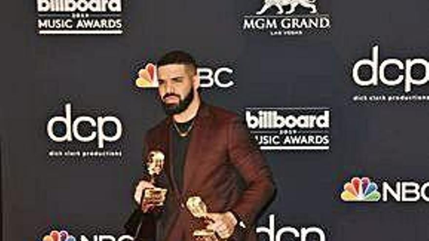 Drake triunfa en los Billboard al llevarse doce galardones