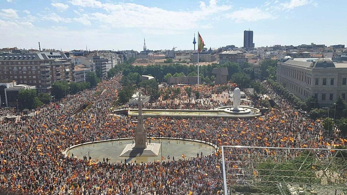 Unes 25.000 persones es van reunir a la plaça de Colón de Madrid. | ACN