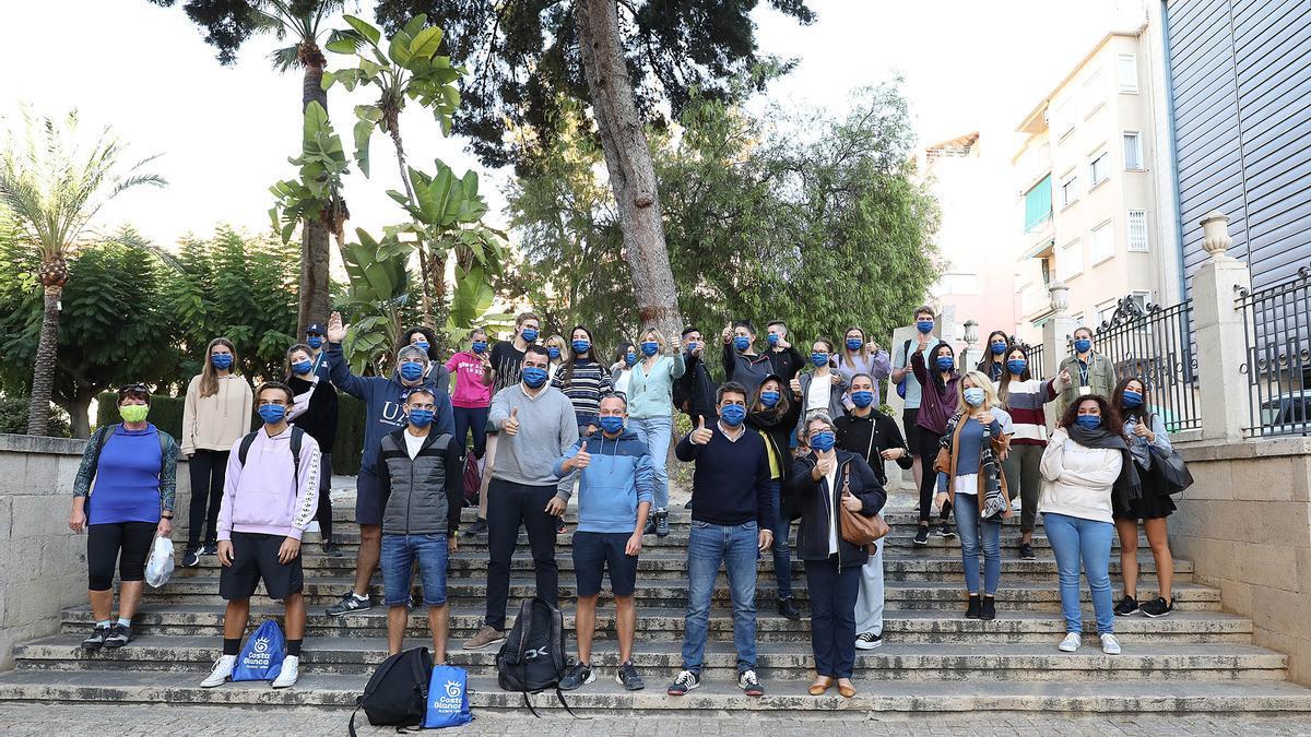 Estudiantes internacionales junto a Carlos Mazón