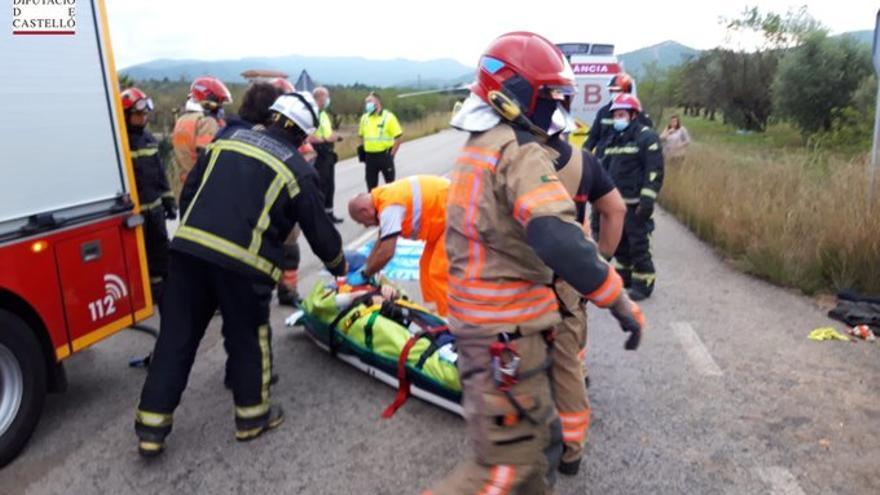Dos personas heridas tras una salida de vía en Vilafamés