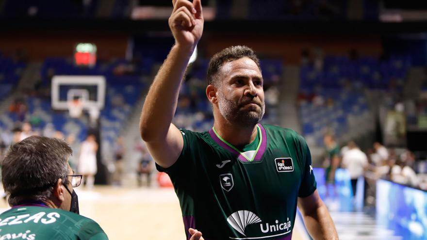Carlos Cabezas juega su último partido con el Unicaja en el Carpena