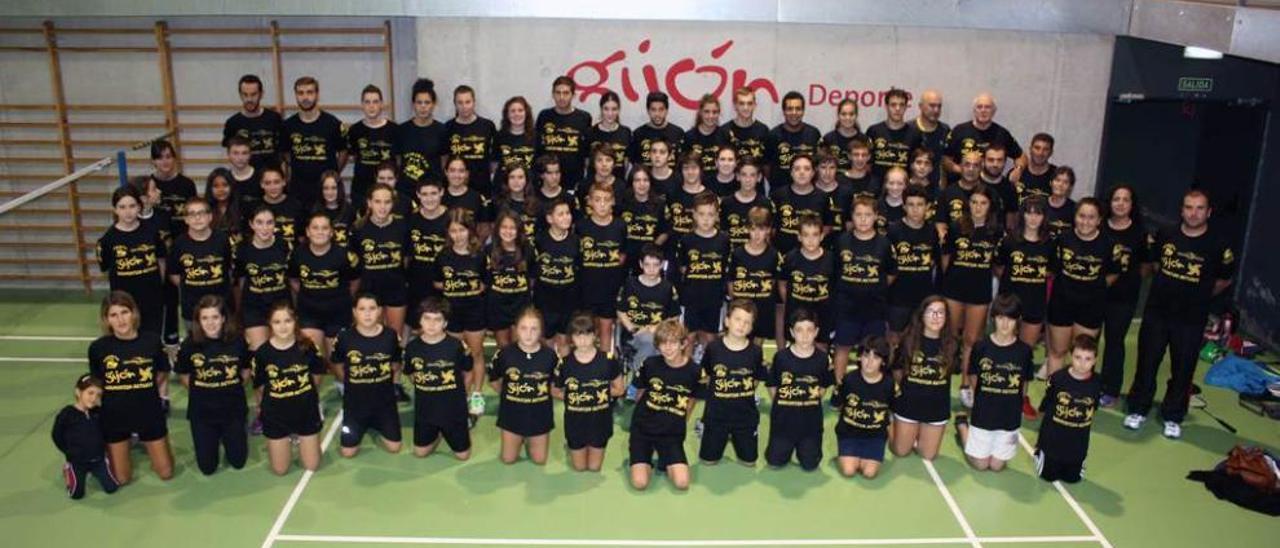 Componentes del club Astures, el día de su presentación.