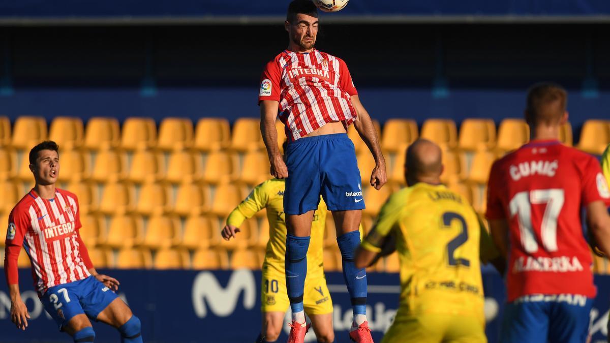Una acción del Alcorcón-Sporting