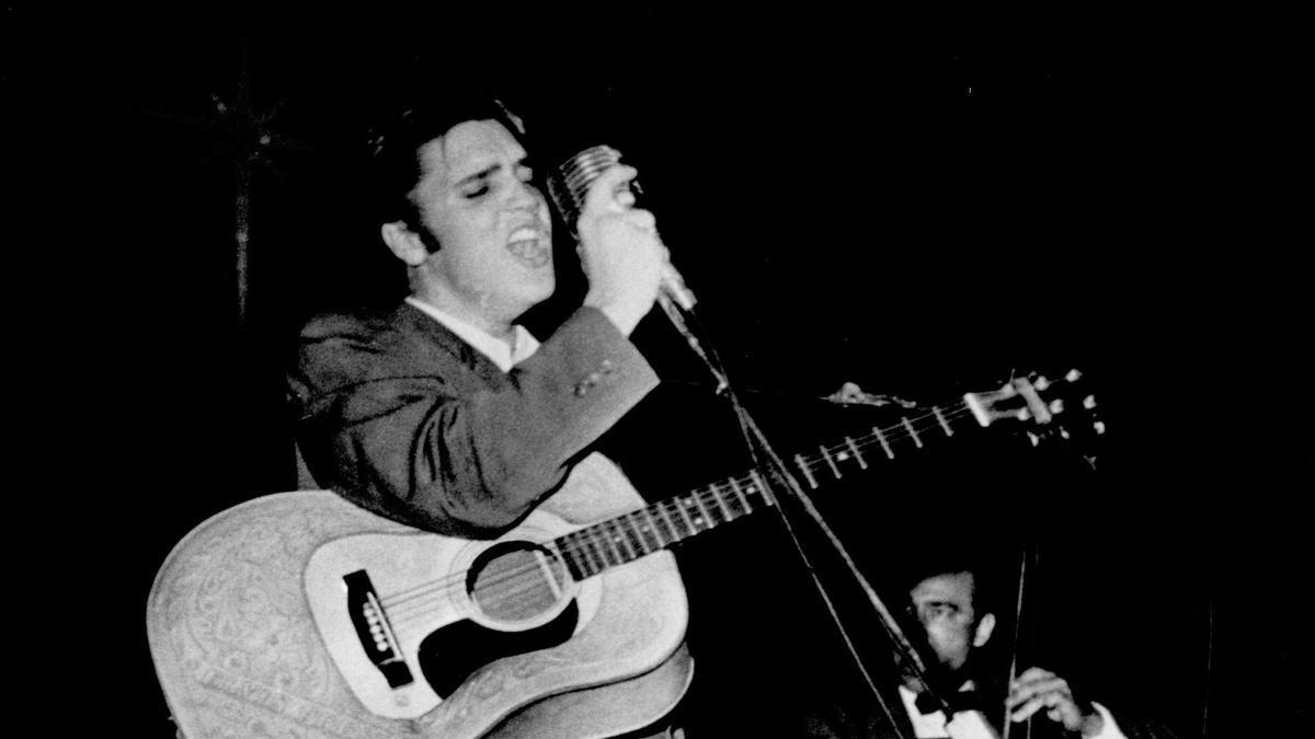 Elvis Presley en una actuación.