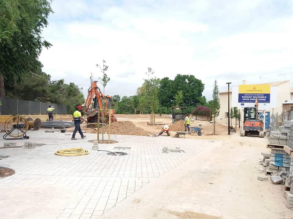 La nueva plaza de Regino Más con toque fallero