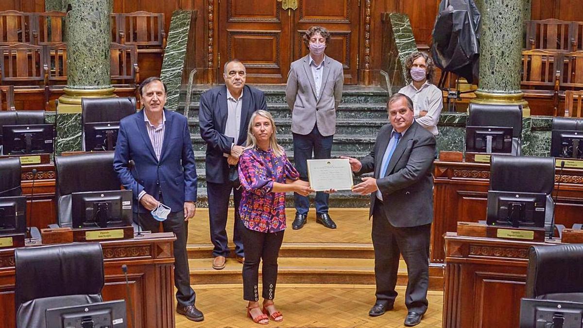 Entrega do recoñecemento no salón Eva Perón do Palacio Lexislativo.