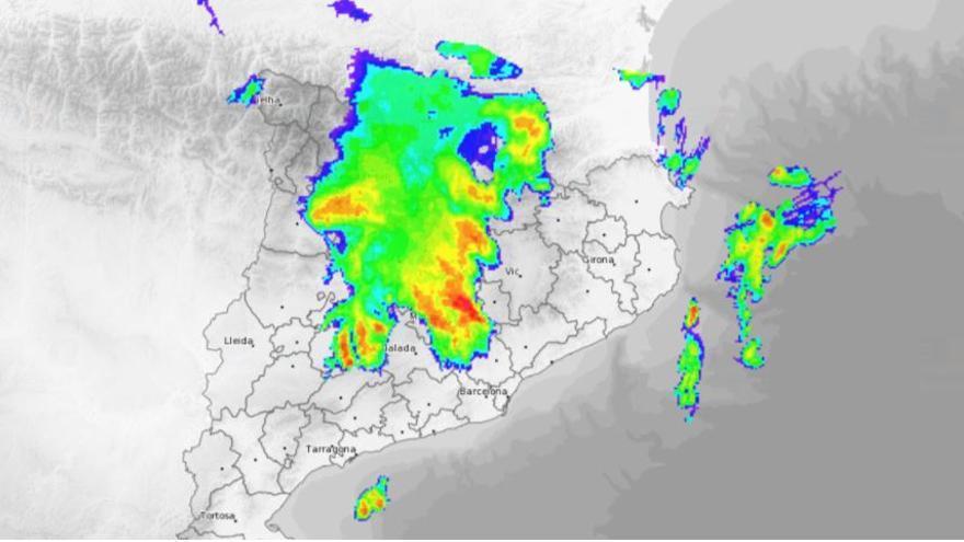 Les pluges intenses causen una inundació a Cardona i una branca caiguda a Igualada