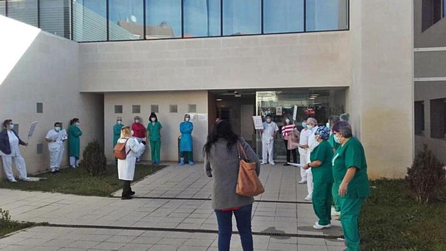 Sanitarios del hospital de Benavente y el centro Norte protestan por el decreto de la Junta