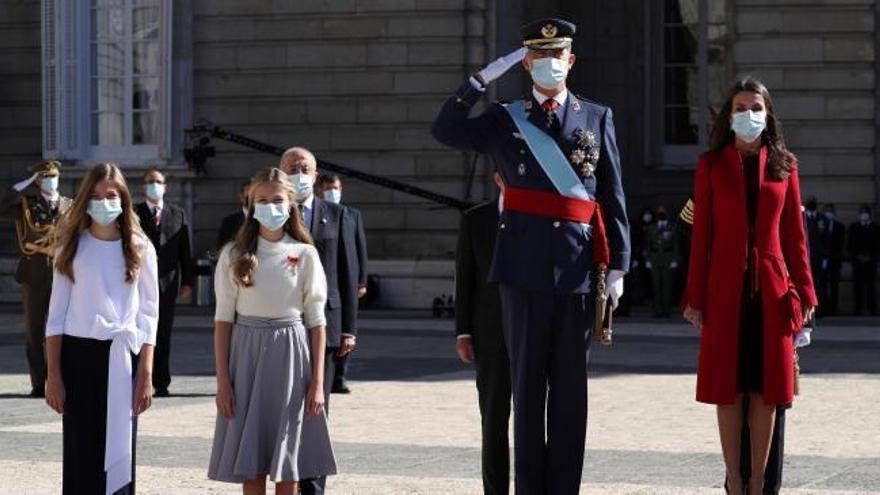 Los Reyes presiden un atípico 12-O por el coronavirus y la tensión política