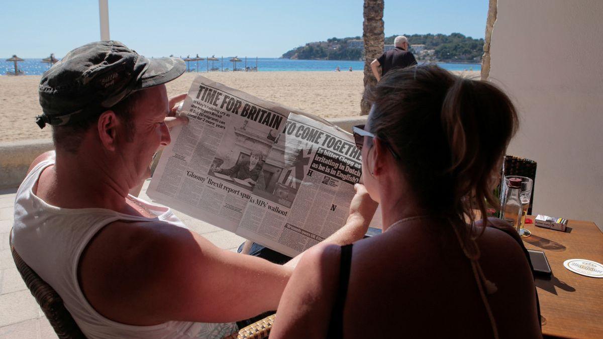 """Los viajes al extranjero de los turistas británicos, """"altamente improbables"""" este verano"""