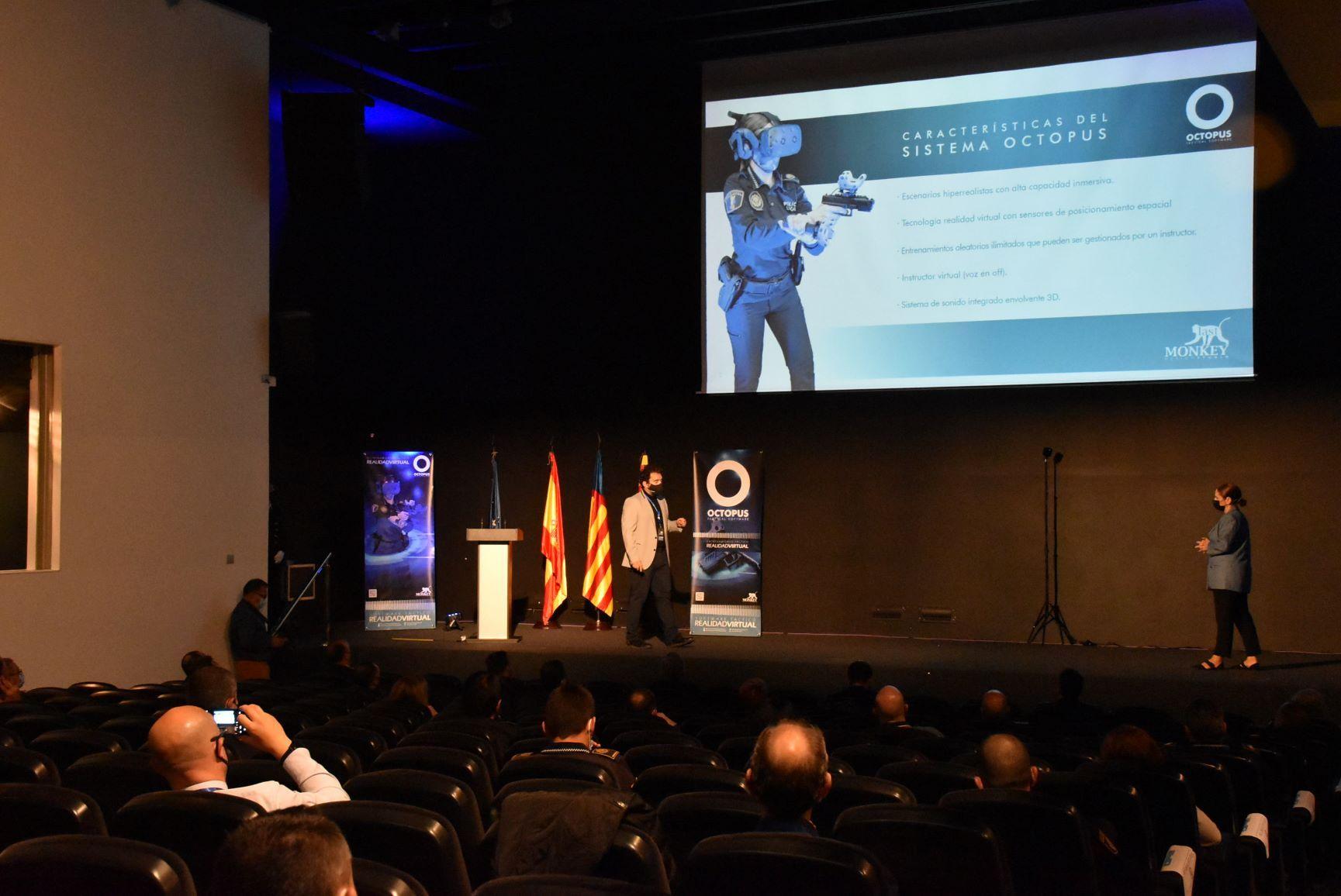 El simulador de intervención policial ha sido desarrollado por una empresa de San Vicente