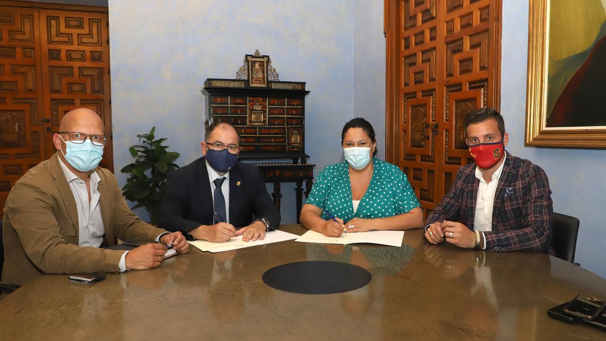 Firma del convenio entre Iprodeco y Fundecor.