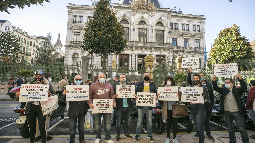 """El sector del ocio recoge firmas en Oviedo: """"¿Dónde está nuestro plan de rescate?"""