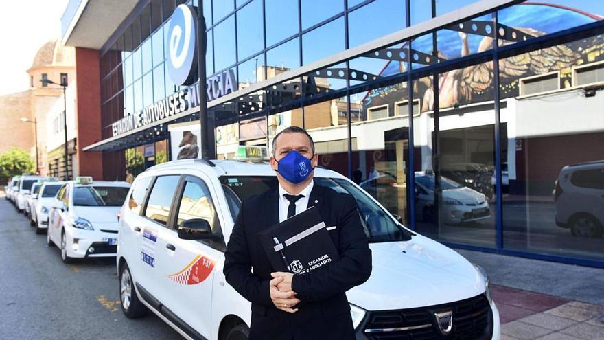 Los taxis ilegales provocan pérdidas de hasta 3.000 euros al día al sector