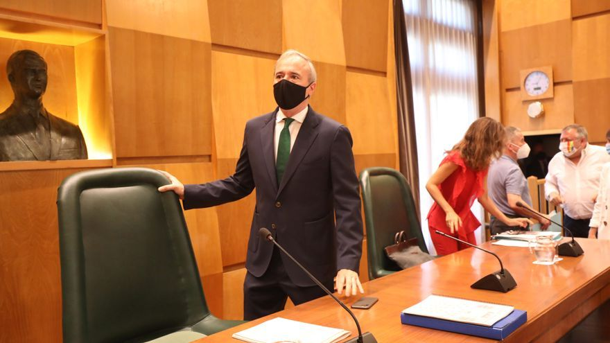 Vox salva a Azcón de la reprobación de la izquierda en el ayuntamiento