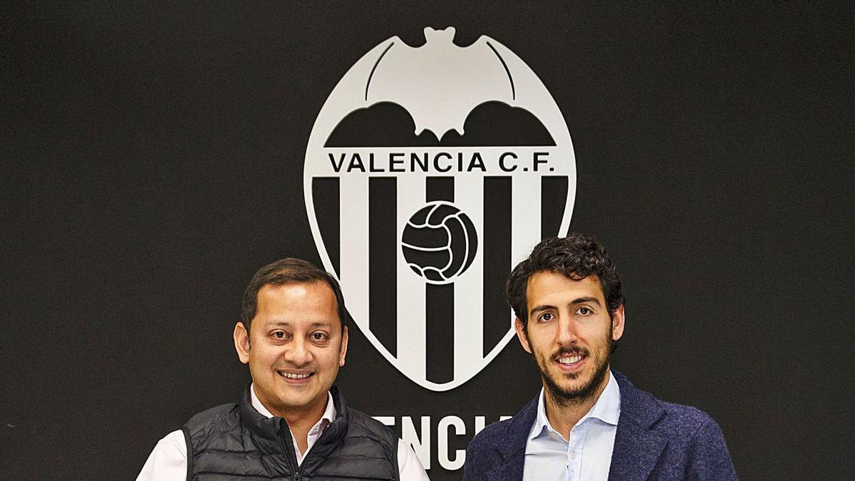 Anil Murthy con Parejo, vendido junto a Ferran, Coquelin, Rodrigo y Kondogbia. | LÁZARO DE LA PEÑA/VCF
