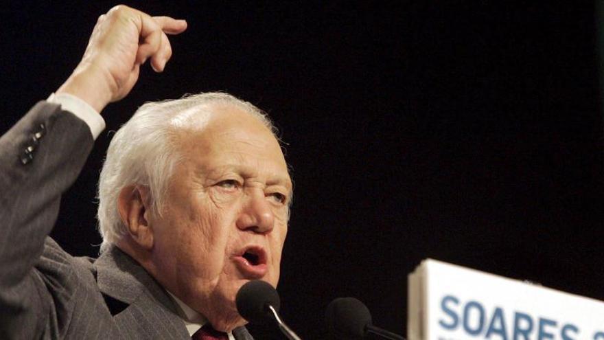 Perfil: Soares, histórico socialista de la democracia lusa