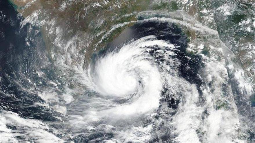 Millones de evacuados en India y Bangladés por el superciclón 'Amphan'