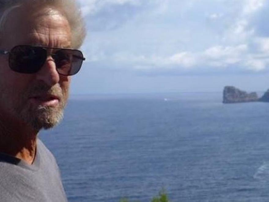 """Michael Douglas desea un """"feliz sábado"""" a todo el mundo desde Mallorca"""