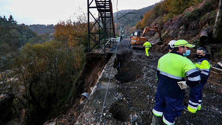 El corte de la vía férrea en Crecente ya impidió el paso de siete trenes