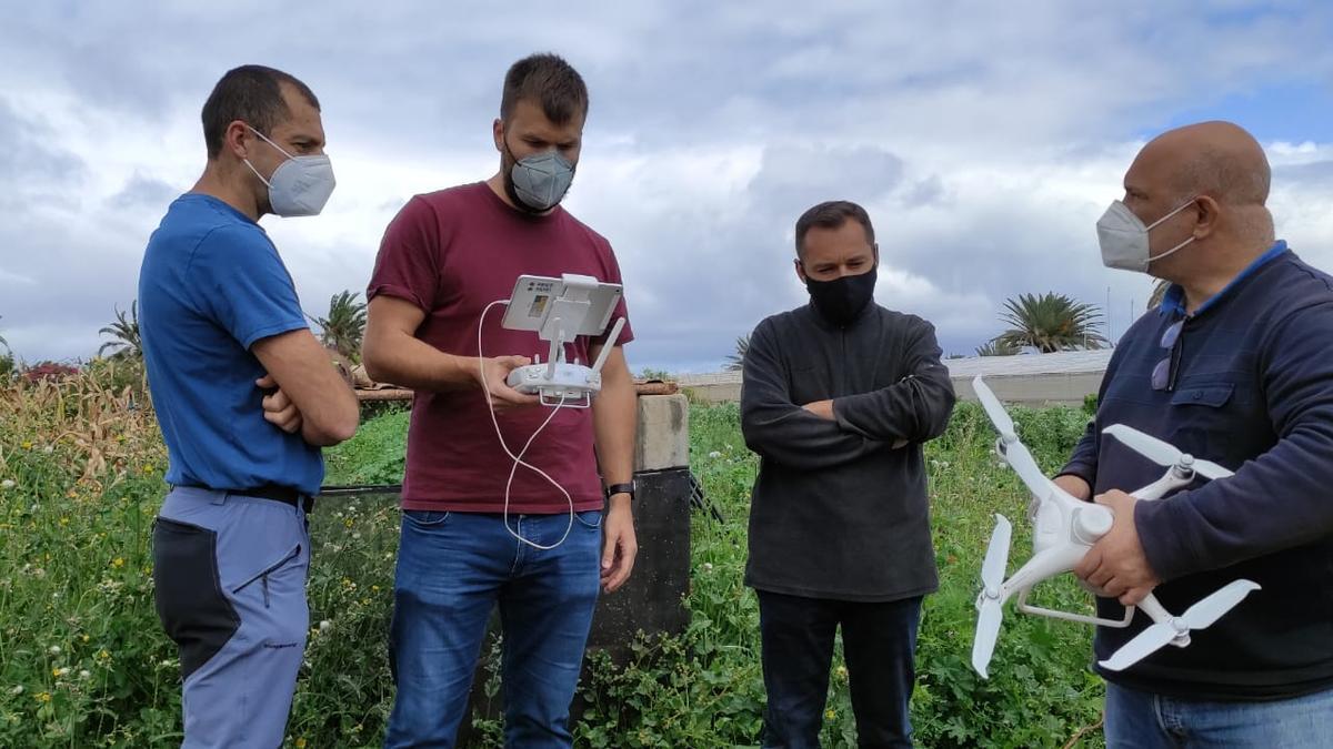 Drones para vigilar los daños en los viñedos durante su exhibición en Arucas.