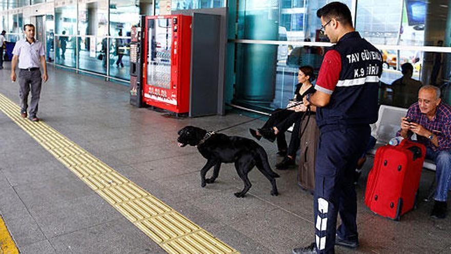 El aeropuerto Atatürk reabre tras el atentado