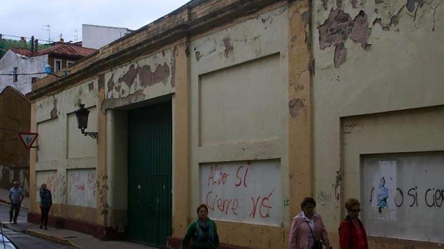 Carreño quiere impulsar un área comercial en la zona de la antigua conservera de Albo