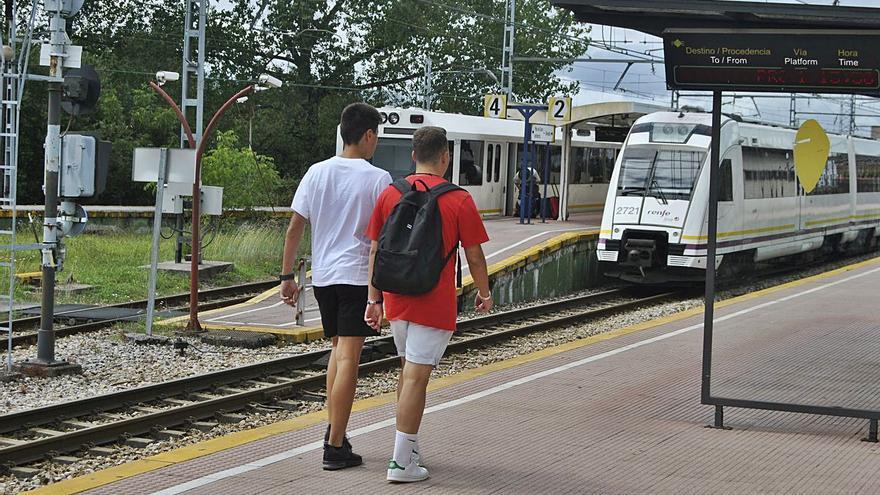 Adif unifica en El Berrón el control de todos los trenes de ancho métrico en la cornisa cantábrica