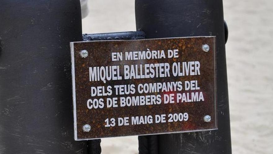 Los Bombers de Palma homenajean a Miquel Ballester, fallecido hace 13 años