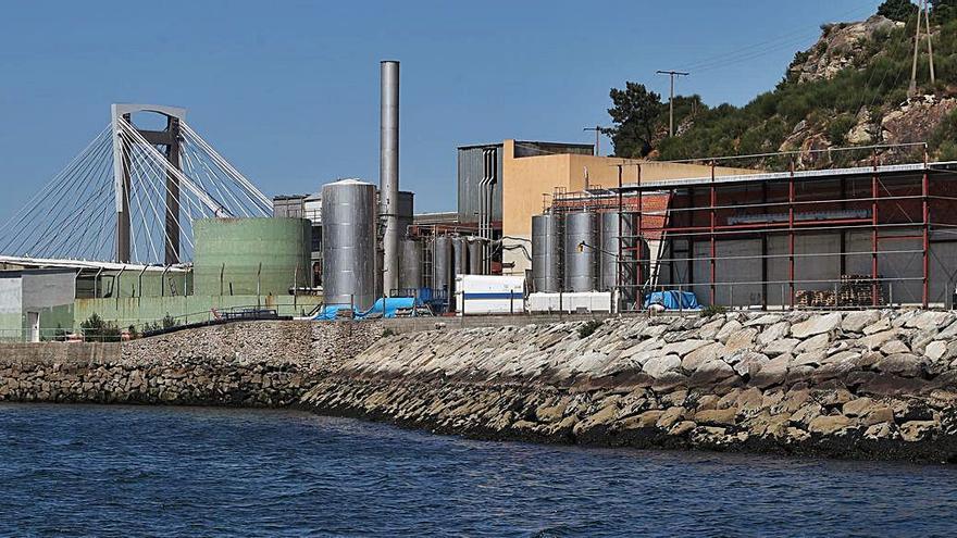 La Xunta obliga a suspender la entrada de materia prima a la fábrica de Aucosa