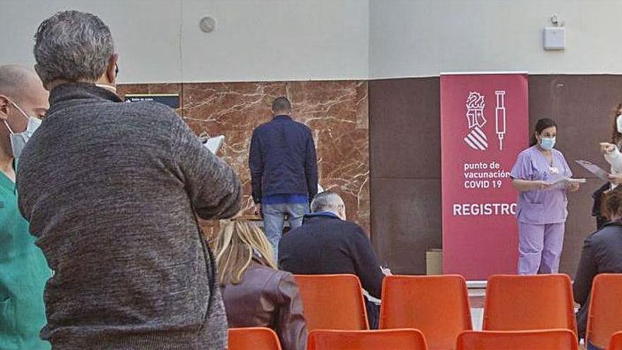 Sanidad vacuna a 30 profesores por minuto en la provincia de Alicante