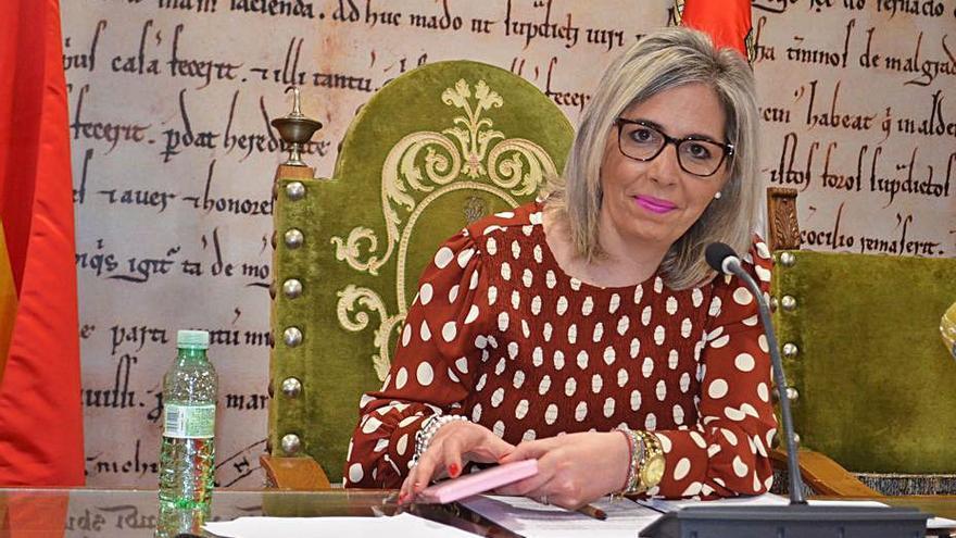 """La concejala de Hacienda de Benavente acusa a la oposición de """"buscar el cobro"""" de dietas"""