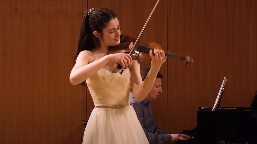 La violinista española María Dueñas gana el prestigioso concurso Yehudi Menuhin