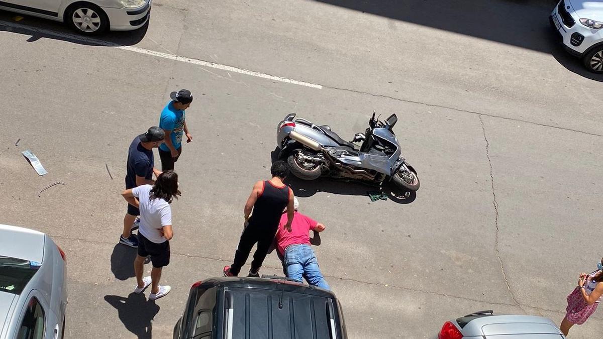El motorista accidentado, en la calle Maestro Arrieta.
