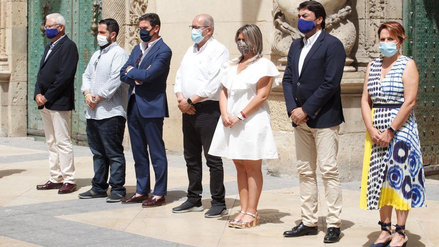 El Ayuntamiento de Alicante guarda un minuto de silencio en repulsa por los asesinatos de las niñas de Tenerife