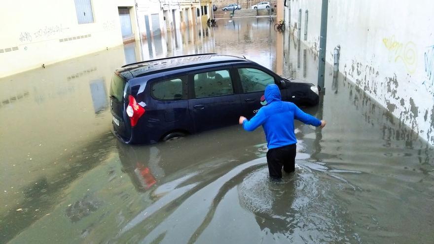 El temporal inunda y obliga a cerrar ocho viales en Dénia