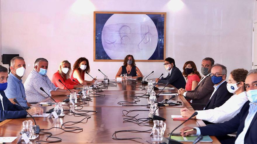 Armengol celebra las cifras de la recuperación turística del archipiélago que los hoteleros relativizan