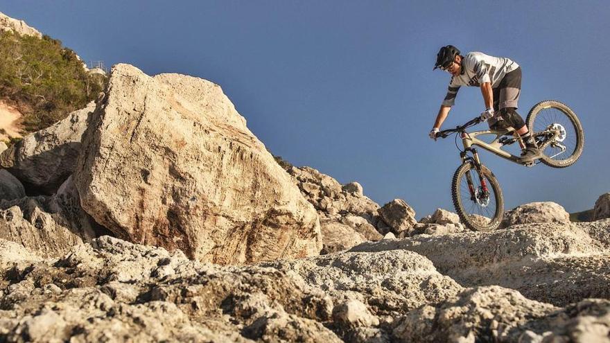 Mariano Marí Marí narra un vertiginoso descenso en la Cova des Culleram de Ibiza