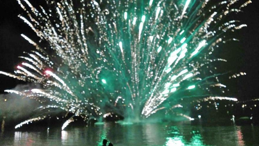Los fuegos artificiales de Loira, desde el mar